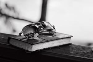 bibleglassesBW